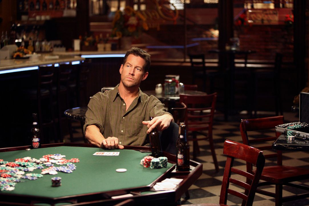 Hat die Pokerrunde verloren und muss seine Entdeckung für sich behalten: Mike (James Denton) ... - Bildquelle: 2005 Touchstone Television  All Rights Reserved