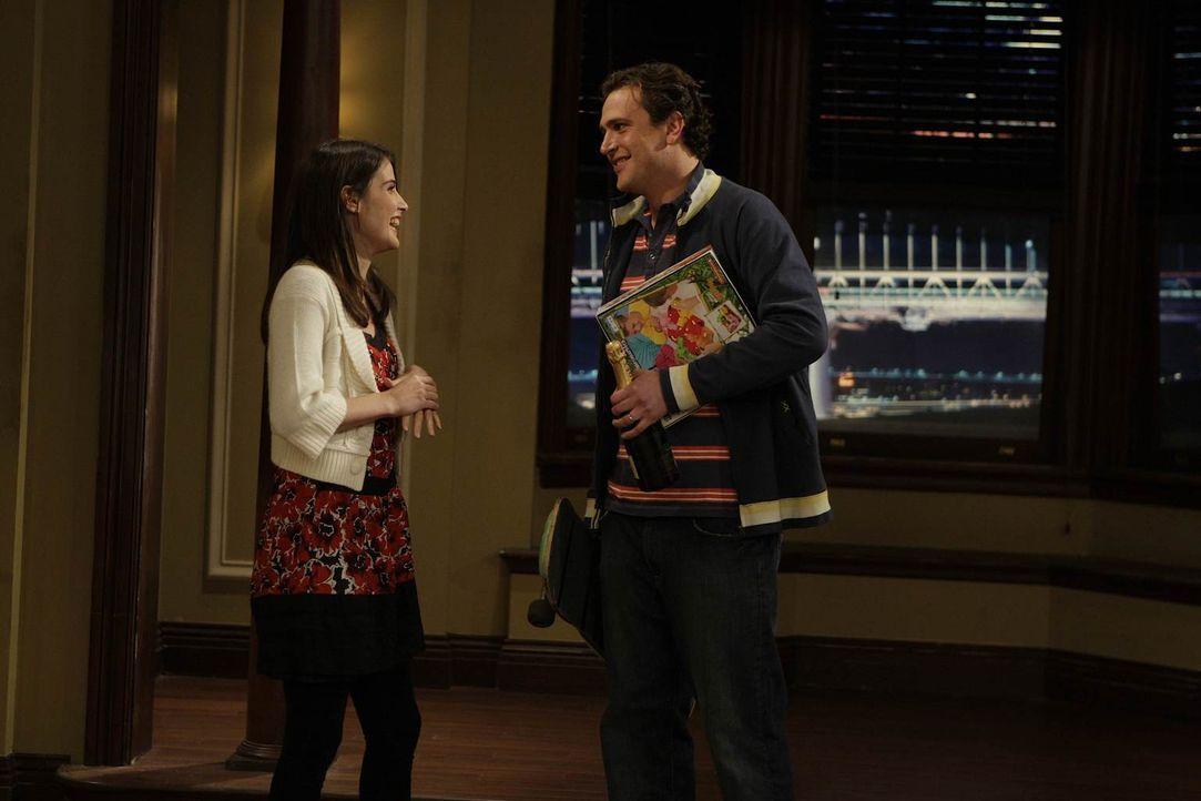 Am Abend suchen Marshall (Jason Segel, r.) und Lily in Begleitung von Robin (Cobie Smulders, l.) die Wohnung auf, die sie vor kurzem gekauft haben u... - Bildquelle: 20th Century Fox International Television