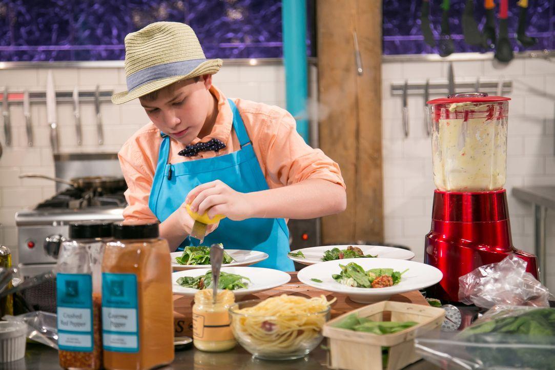 Taube und Hot-Dog-Pasta - Bildquelle: Susan Magnano 2016, Television Food Network, G.P. All Rights Reserved / Susan Magnano