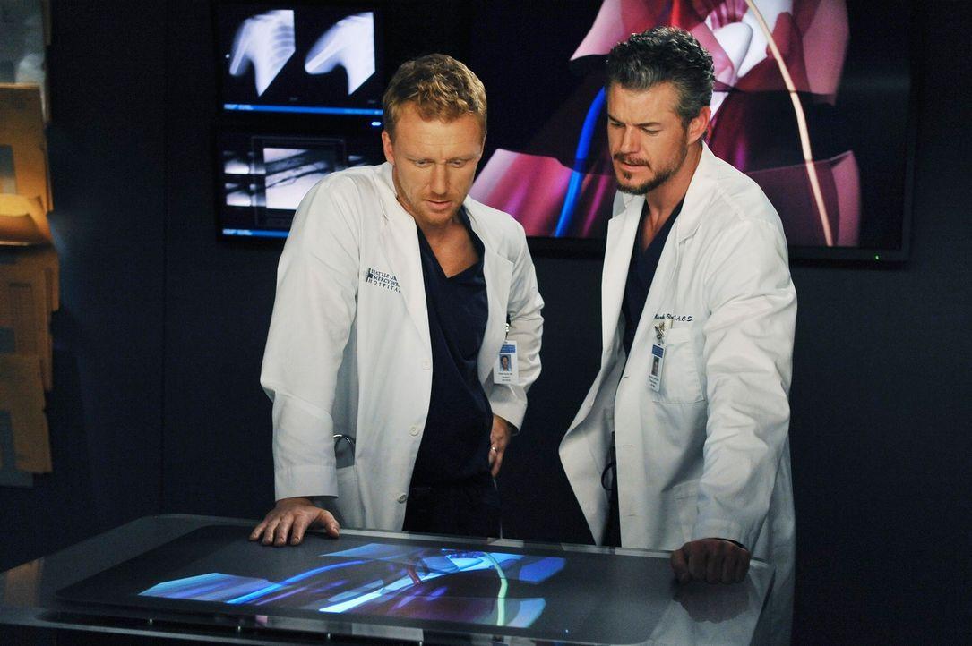 Während Meredith Cristina hilft, ein tapferes Gesicht vor den Kameras zu bewahren, versuchen Derek, Owen (Kevin McKidd, l.) und Mark (Eric Dane, r.)... - Bildquelle: ABC Studios