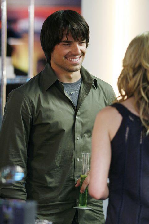 Nate (Jesse Hutch, l.) macht sich an Amanda (Kirsten Prout, r.) ran und lädt sie zur Latnokparty ein, die am Wochenende steigen soll ... - Bildquelle: TOUCHSTONE TELEVISION