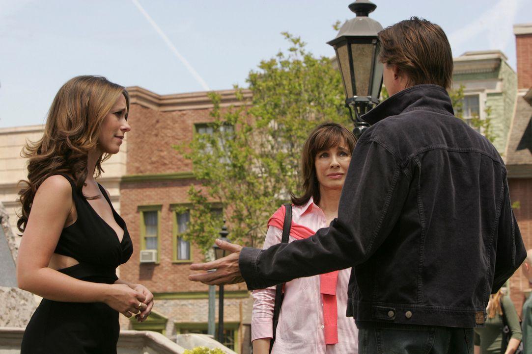 Melinda (Jennifer Love Hewitt, l.) schafft es, ihre Mutter (Anne Archer, M.) und den Geist von Paul Eastman (Corin Nemec, r.) zu einem letzten Gespr... - Bildquelle: ABC Studios