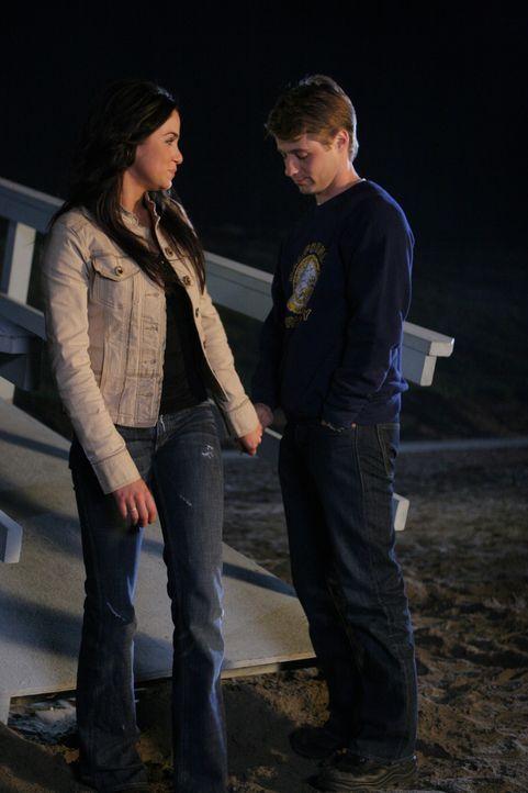 Haben sie eine gemeinsame Zukunft?: Ryan (Benjamin McKenzie, r.) und Sadie (Nikki Reed, l.) ... - Bildquelle: Warner Bros. Television