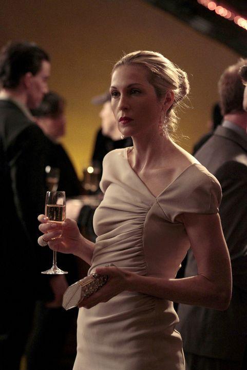 Stellt sich freiwillig der Staatsanwaltschaft: Lily (Kelly Rutherford) ... - Bildquelle: Warner Bros. Television