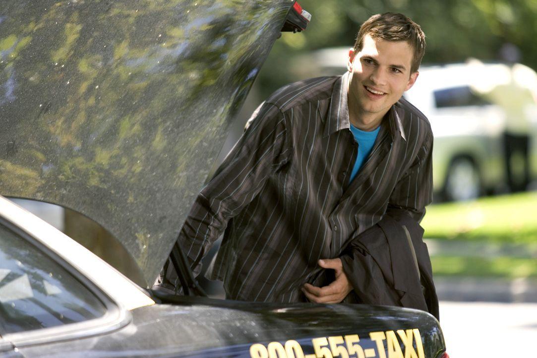 Noch fällt es Simon (Ashton Kutcher) nicht schwer, freundlich zu sein und seine perfekten Umgangsformen zu präsentieren. Als ihn der Vater seiner... - Bildquelle: 2007 CPT Holdings, Inc. All Rights Reserved. (Sony Pictures Television International)