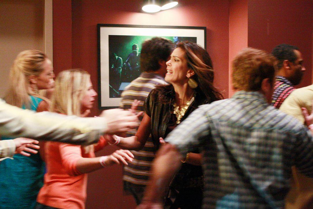 Als plötzlich ein Feuer ausbricht und Susan (Teri Hatcher, M.) Jackson nicht finden kann, begibt sie sich auf eine verzweifelte Suche - und in Leben... - Bildquelle: ABC Studios