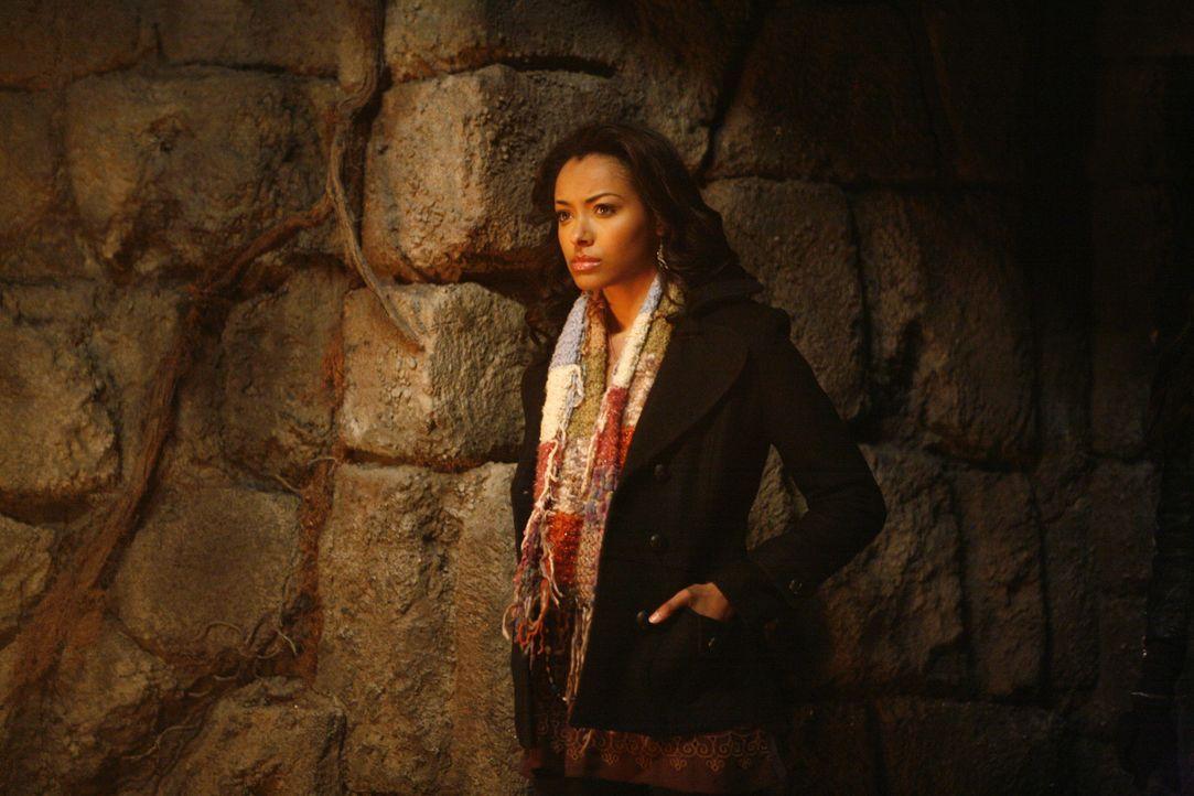 Bonnie (Katerina Graham) kann immer noch nicht glauben, dass sie solch übernatürliche Kräfte besitzt ... - Bildquelle: Warner Bros. Television
