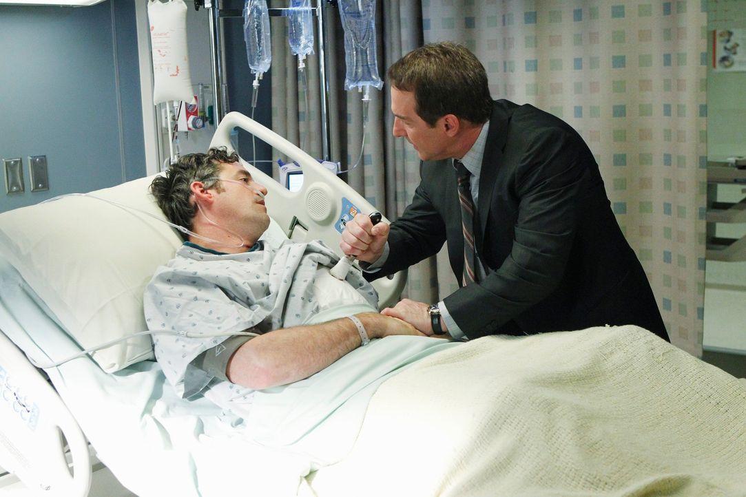 Während Addison von ihrer Mutter die ganz Schuld für den Tod von Susan bekommt, nimmt sich Sheldon (Brian Benben, r.) Charlottes Vergewaltiger, Le... - Bildquelle: ABC Studios