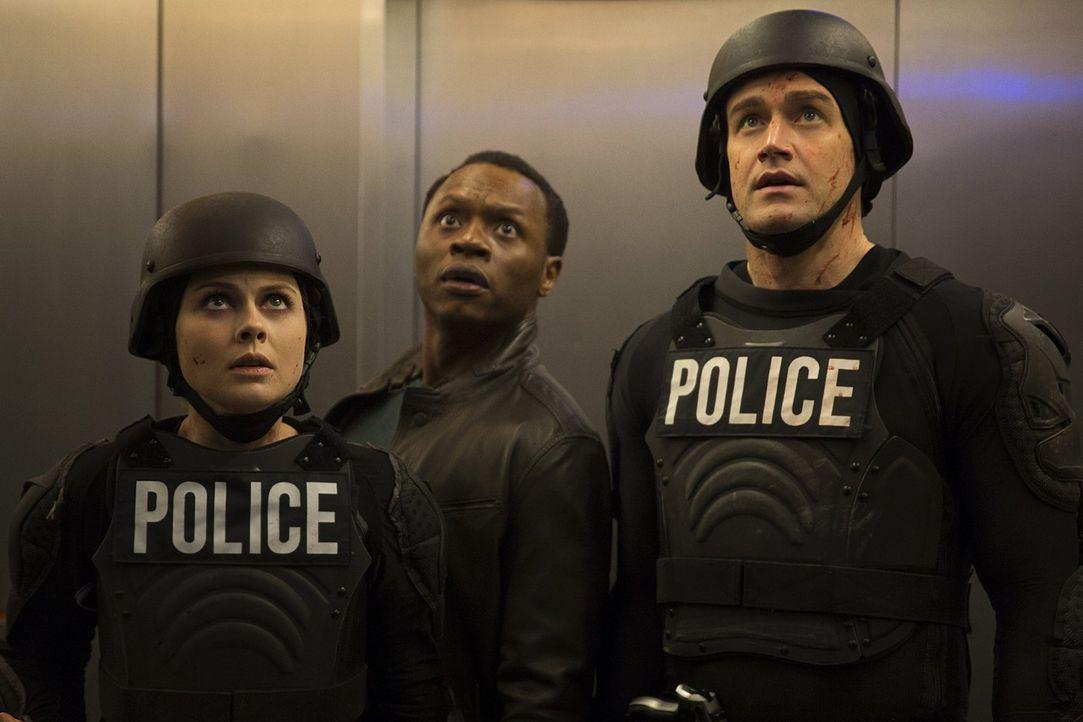 Obwohl Liv (Rose McIver, l.) und Major (Robert Buckley, r.) alleine bei Max Rager einbrechen und die anderen Zombies befreien wollen, kann Clive (Ma... - Bildquelle: 2014 Warner Brothers