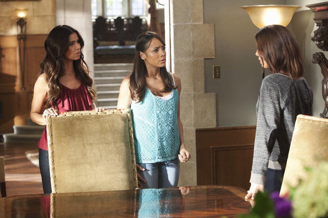 Während Rosie (Dania Ramirez, M.) und Marisol (Ana Ortiz, r.) für die Wahrheit kämpfen, muss Carmen (Roselyn Sanchez, l.) Spences Sohn beaufsichtige... - Bildquelle: 2014 ABC Studios