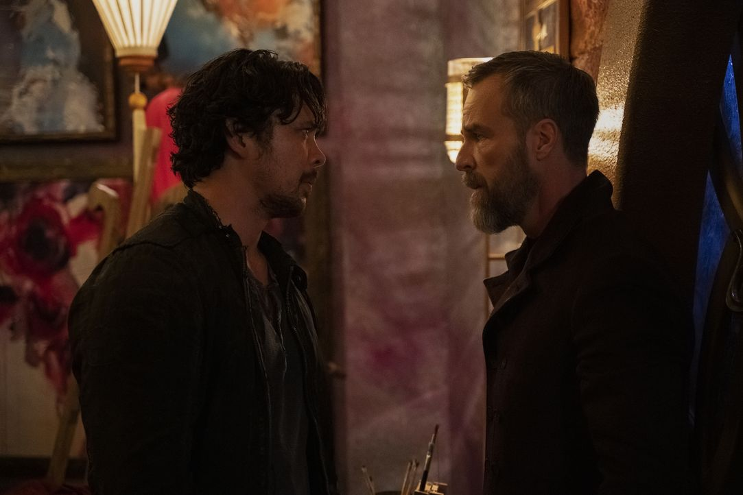 Bellamy Blake (Bob Morley, l.); Russell Lightbourne VII (JR Bourne, r.) - Bildquelle: Michael Courtney 2019 The CW Network, LLC. All rights reserved / Michael Courtney