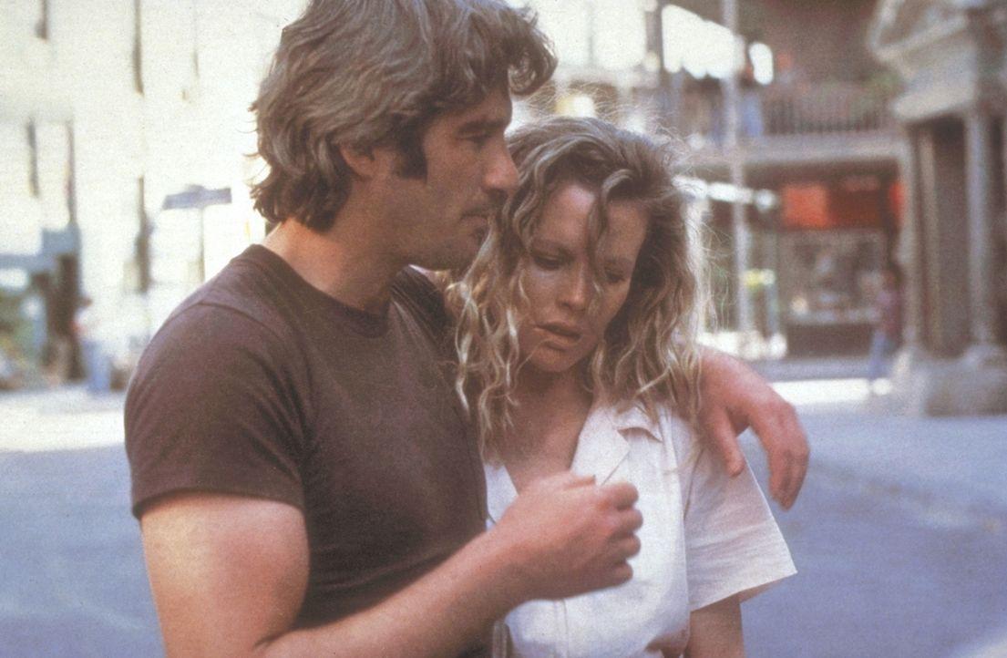 Eddie (Richard Gere, l.) und Michel (Kim Basinger, r.) durchstreifen die Straßen von New Orleans ... - Bildquelle: TriStar Pictures