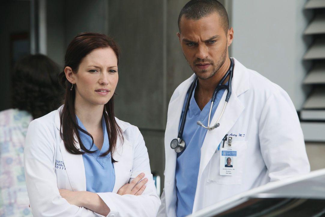 Sind von dem Anblick eines neuen Patienten geschockt: Lexie (Chyler Leigh, l.) und Jackson (Jesse Williams, r.) ... - Bildquelle: ABC Studios