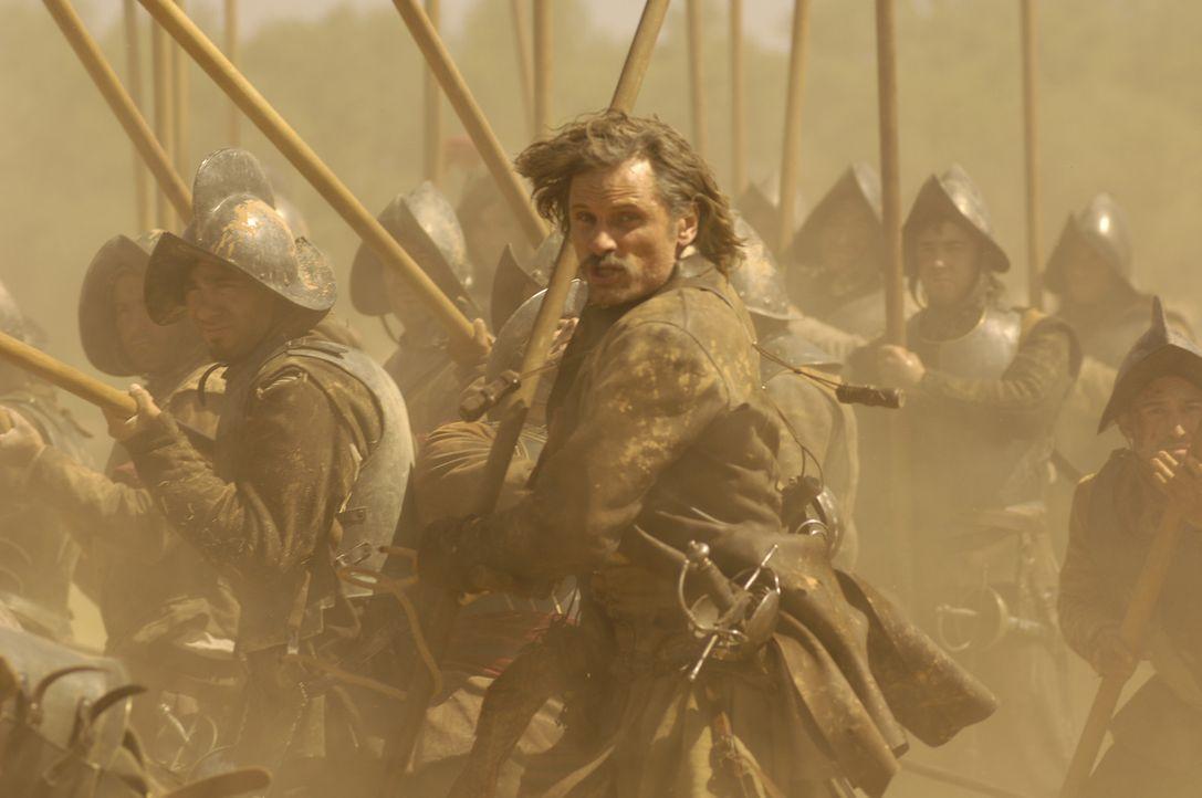 Als Alatriste (Viggo Mortensen) für den Inquisitor Bocanegra einen Mord begehen soll, weigert er sich den feigen Befehl auszuführen. Mit seinem Fr... - Bildquelle: José Haro TF1 International