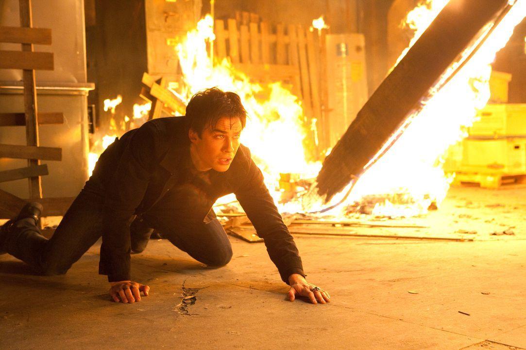 Wird Damon (Ian Somerhalder) es schaffen, sich aus der Flammenhölle zu befreien? - Bildquelle: Warner Bros. Television