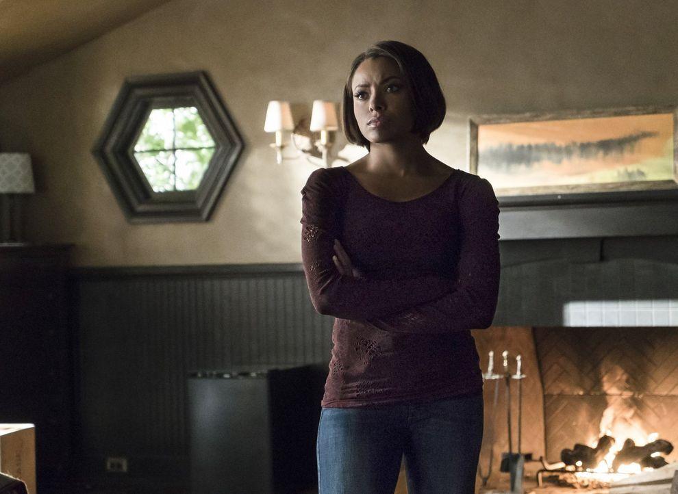 Wird Bonnie (Kat Graham) tatsächlich dabei helfen, einen Ripper aus der Gefängniswelt zu retten? - Bildquelle: Warner Bros. Entertainment, Inc