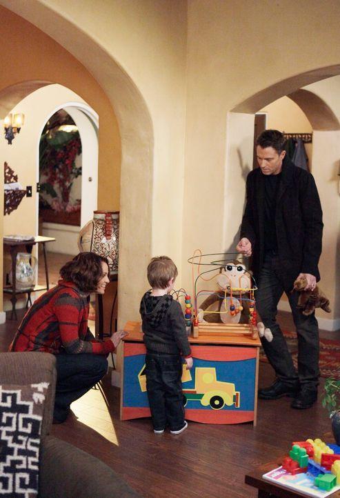 Hat ihre Familie noch eine Chance? Violet (Amy Brenneman, l.), Pete (Tim Daly, r.) und Lucas (Jack und Joey Bobo, M.) ... - Bildquelle: ABC Studios