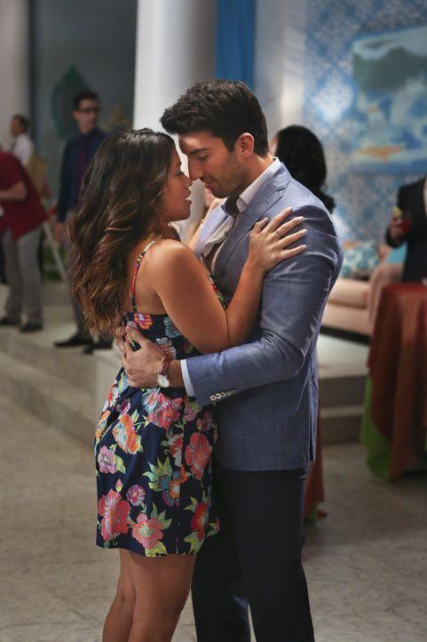 Haben Jane (Gina Rodriguez, l.) und Rafael (Justin Baldoni, r.) eine Chance auf eine gemeinsame Zukunft? - Bildquelle: 2014 The CW Network, LLC. All rights reserved.