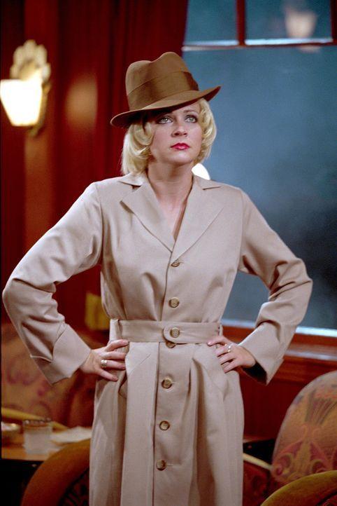 """Als Sabrina (Melissa Joan Hart) kurz den """"Halloween Mystery-Zug"""" verlässt, geschieht ein Mord: Josh ist das Opfer. - Bildquelle: Paramount Pictures"""