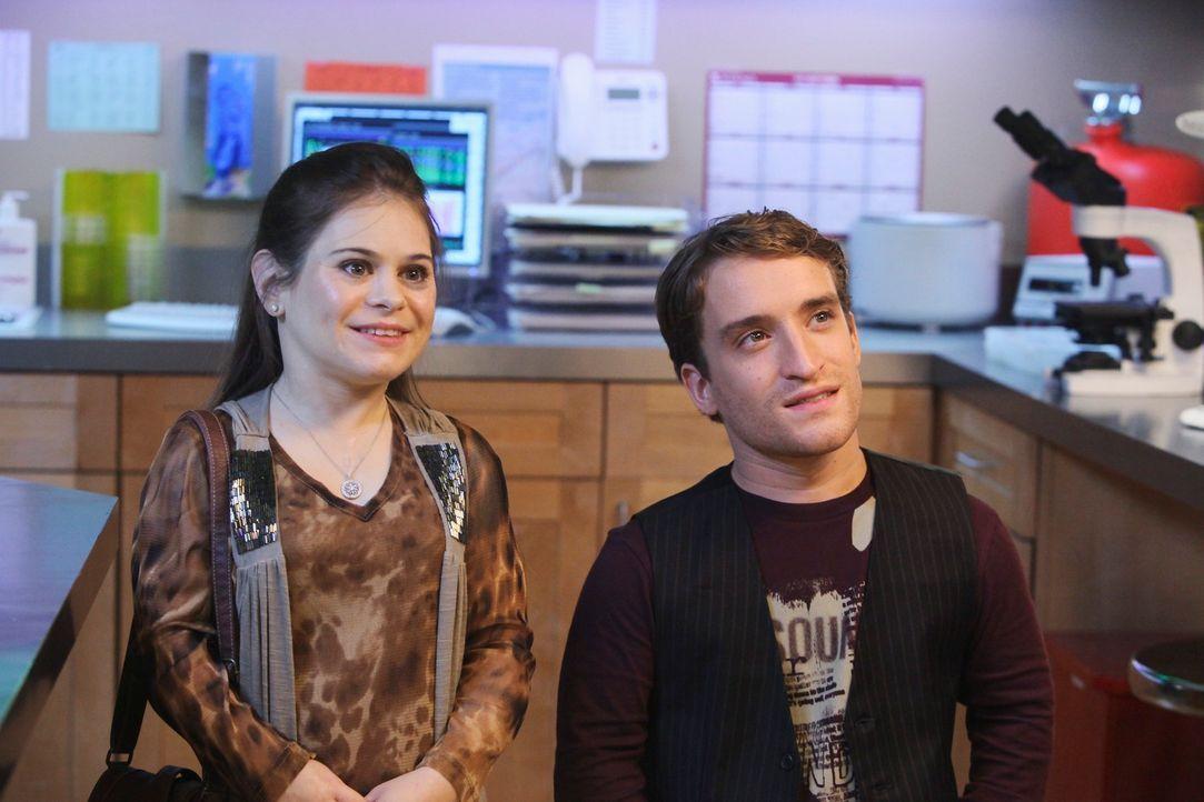 Haben ein besonderes Anliegen an Naomi: Das kleinwüchsiges Ehepaar Sally (Kacie Borrowman, l.) und Curtis Donovan (Nic Novicki, r.) ... - Bildquelle: ABC Studios