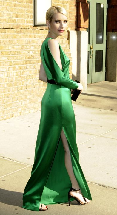 Met Gala 2015: Emma Roberts - Bildquelle: TNYF/WENN.com