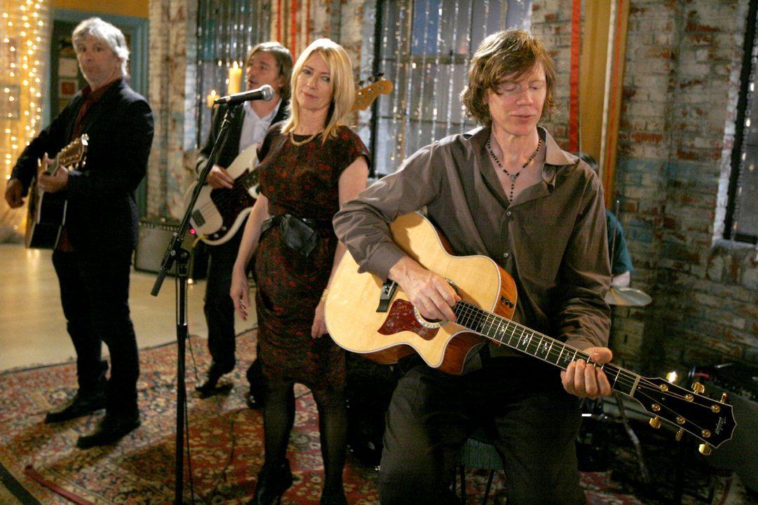 Die Band Sonic Youth sorgt auf der Hochzeit für Stimmung. - Bildquelle: Warner Brothers