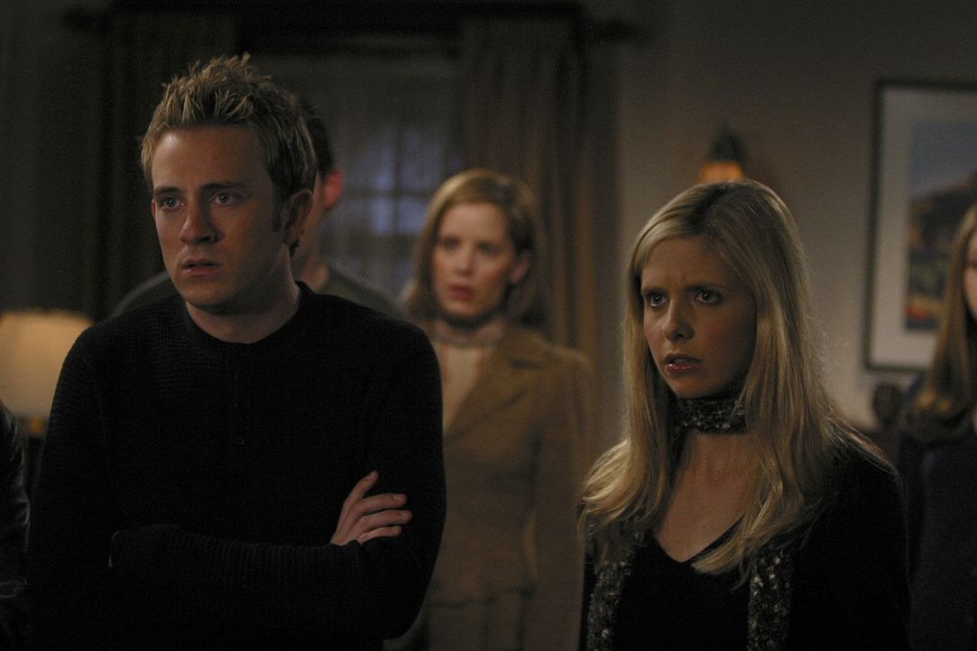 Spikes Chip zeigt die ersten Mängel. Buffy (Sarah Michelle Gellar, r.) und ihre Freunde machen sich große Sorgen ... - Bildquelle: TM +   Twentieth Century Fox Film Corporation. All Rights Reserved.