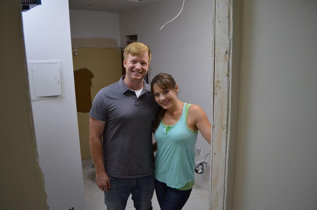 Eric (l.) und Lindsey Bennett (r.) verwandeln in Palm Springs eine Bruchbude in ein Traumhaus ... - Bildquelle: 2016,HGTV/Scripps Networks, LLC. All Rights Reserved