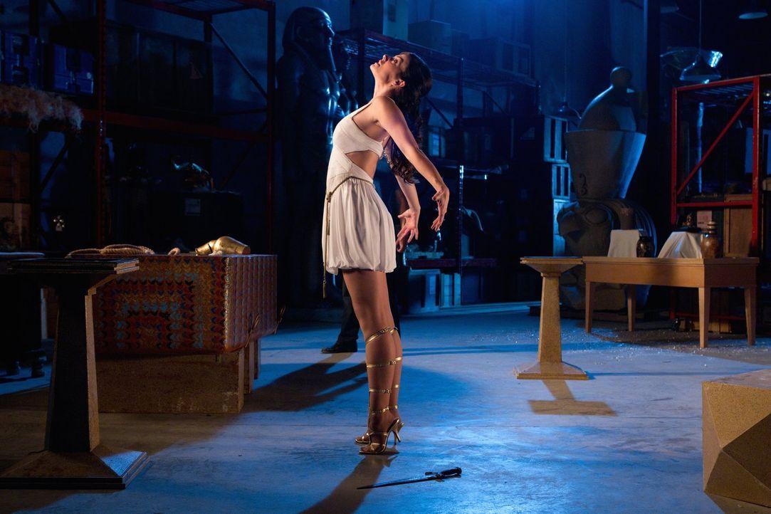 Werden Clark und Oliver Lois (Erica Durance), die sich in die Göttin Isis verwandelt hat, aufhalten können? - Bildquelle: Warner Bros.