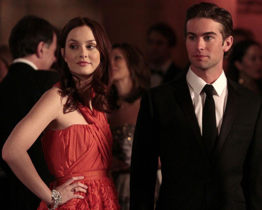 Blair (Leighton Meester, l.) und Nate (Chace Crawford, r.) sind auch zur Feier gekommen, um Serenas Vater kennenzulernen ... - Bildquelle: Warner Bros. Television