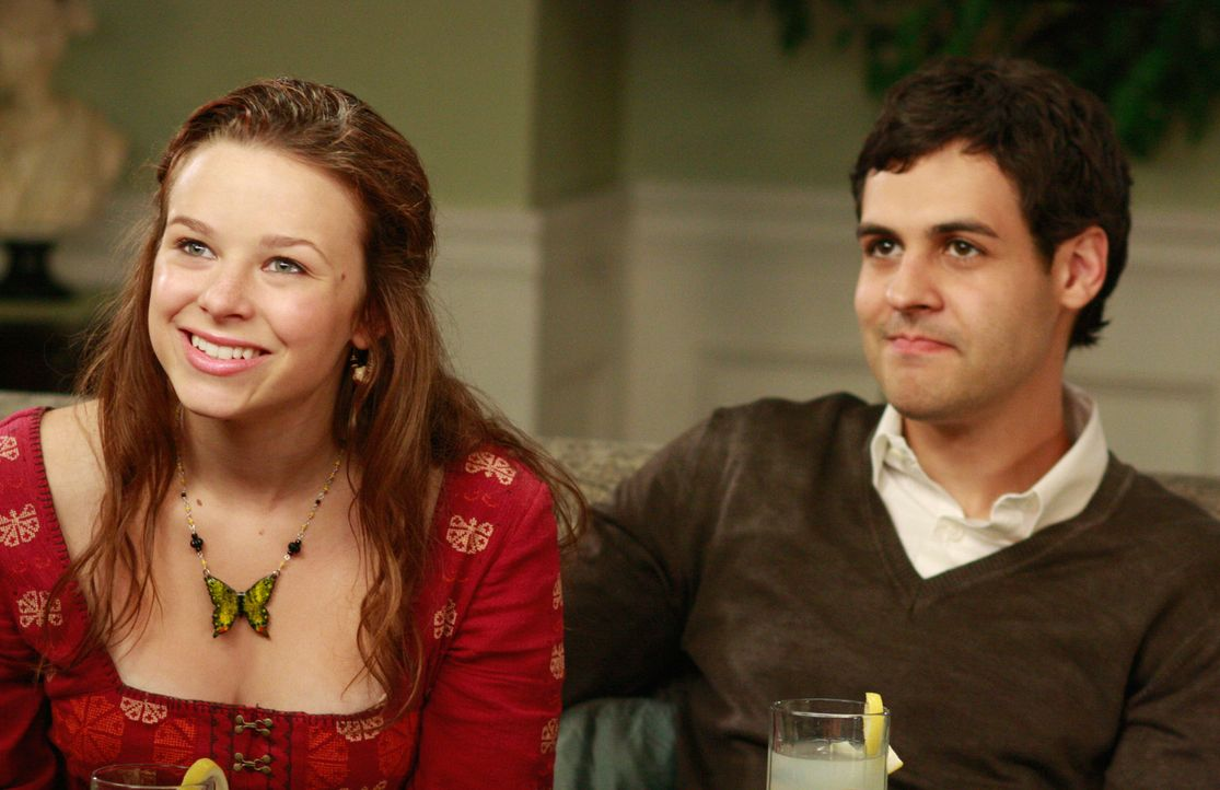 Sind zu Besuch bei Bree und Orson: Danielle (Joy Lauren, M.) und ihr Mann Leo (Andrew Leeds, r.) ... - Bildquelle: ABC Studios
