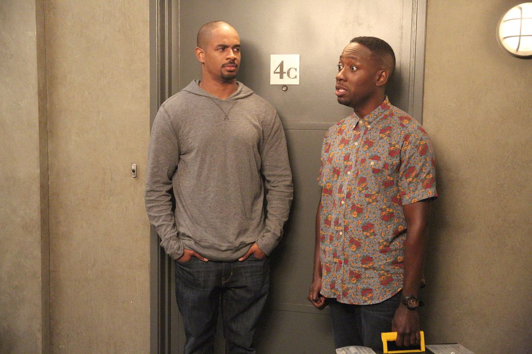 Eine kleine Lüge von Coach (Damon Wayans Jr., l.) könnte all das zerstören, was sich Winston (Lamorne Morris, r.) so mühevoll aufgebaut hat ... - Bildquelle: 2014 Twentieth Century Fox Film Corporation. All rights reserved.