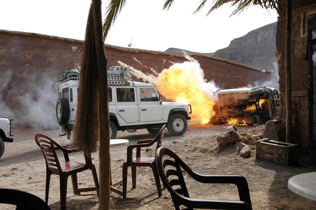 Kaum im Irak gelandet, werden Julia und die anderen ihrer Gruppe überfallen ... - Bildquelle: ProSieben