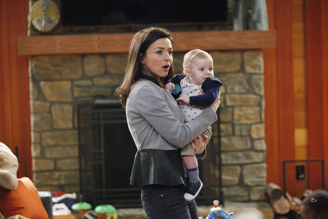Während Cristina den Harper Avery Award nicht gewonnen hat, bekommt Derek überraschenden Besuch von seiner Schwester Amelia (Caterina Scorsone, l.)... - Bildquelle: ABC Studios