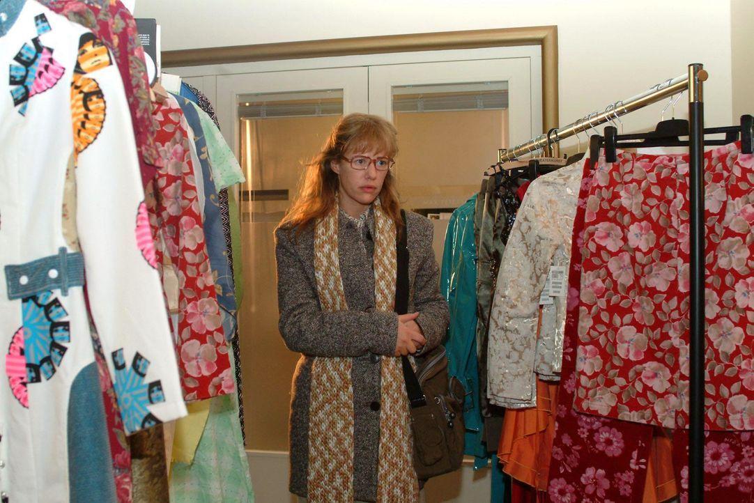 Der Traum von der Karriere im Modeunternehmen scheint für Lisa (Alexandra Neldel) zunächst ausgeträumt. Stattdessen wird ihr ein Job im Catering der... - Bildquelle: Monika Schürle SAT.1 / Monika Schürle