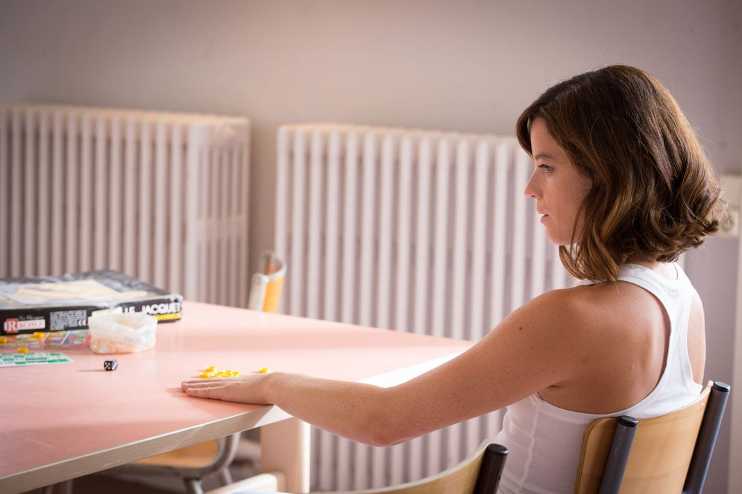 Wird es Adèle (Juliette Roudet) gelingen, die Leitung der psychiatrischen Anstalt davon zu überzeugen, dass sie nicht Camille ist? - Bildquelle: Eloïse Legay 2016 BEAUBOURG AUDIOVISUEL