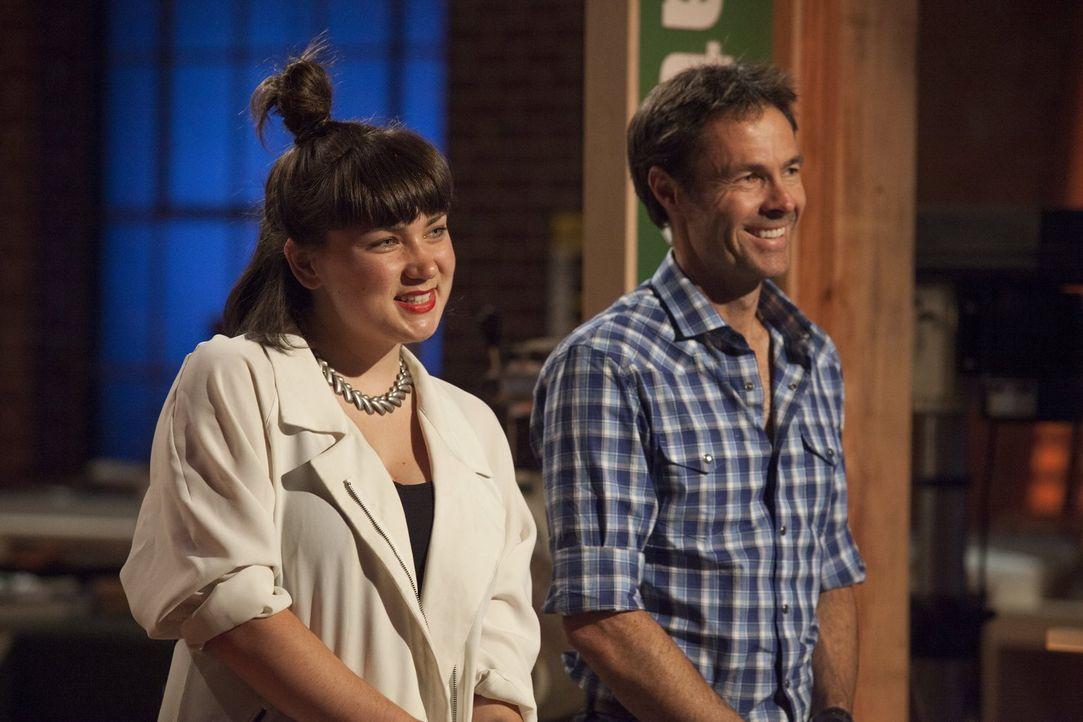 Wie wird die Idee von Katie (l.) und Karl (r.) bei der Jury ankommen? - Bildquelle: 2015 Warner Bros.