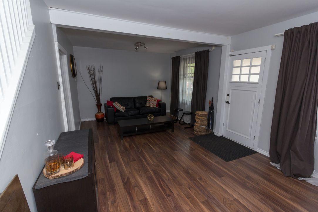 Paris und Jason legen die Gestaltung ihres Wohnzimmers vertrauensvoll in Nik... - Bildquelle: Unboxed CND (OHM) Productions Inc. MMXVII