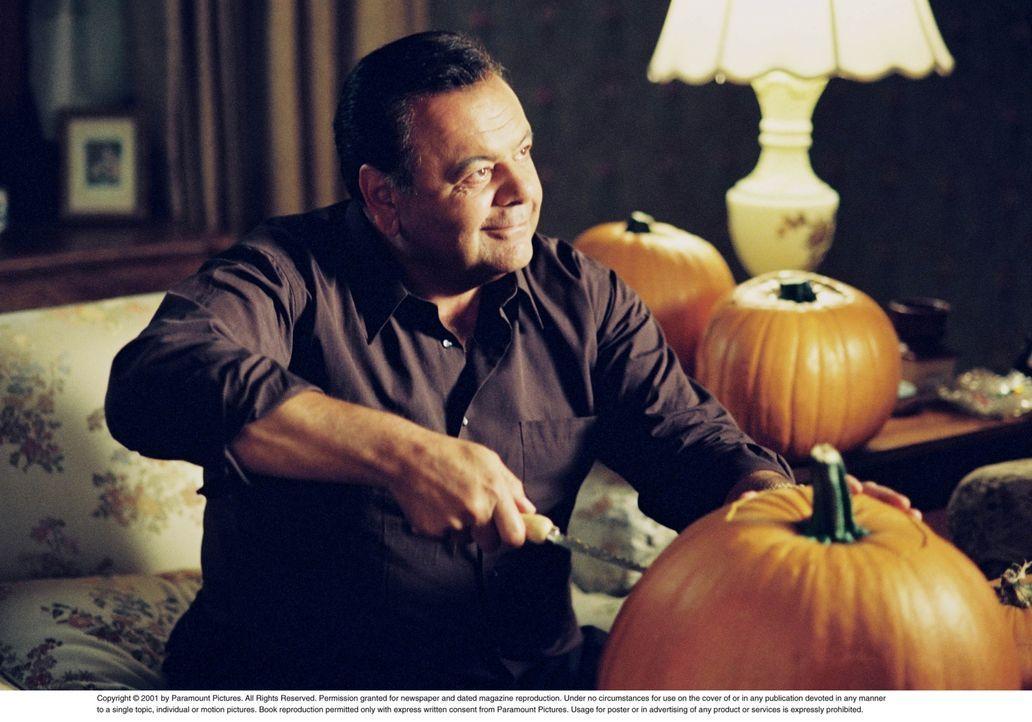 Halloween steht vor der Tür! Frank DeLucca (Paul Sorvino) ist im Vorbereitungsstress ... - Bildquelle: CBS Television