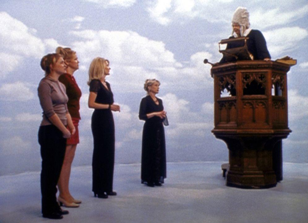 (v.l.n.r.) Sabrina (Melissa Joan Hart), Zelda (Beth Broderick), Hilda (Caroline Rhea) und Lucy (Julia Duffy) landen wegen Mr. Kraft vor dem Hexenger... - Bildquelle: Paramount Pictures