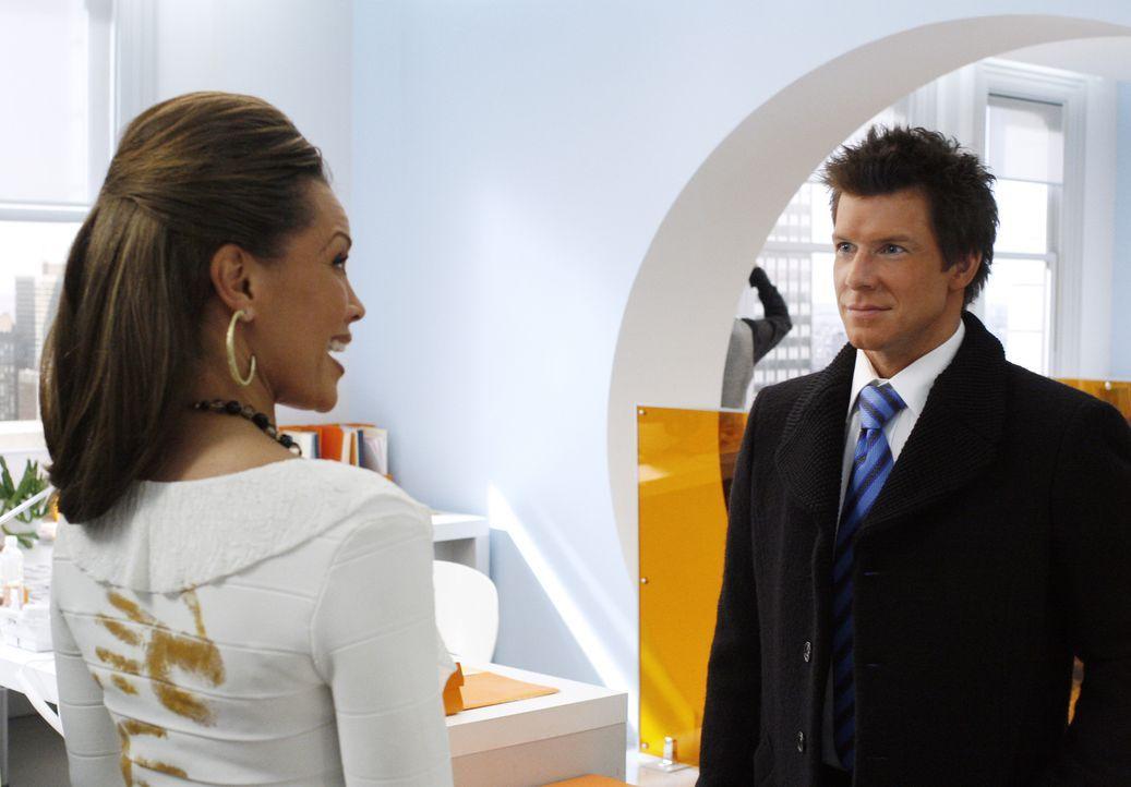 Wilhelmina (Vanessa Williams, l.) und eine geheimnisvolle Freundin planen die Übernahme von MODE. Mit Amandas Hilfe planen sie, Daniel (Eric Mabius,... - Bildquelle: Buena Vista International Television