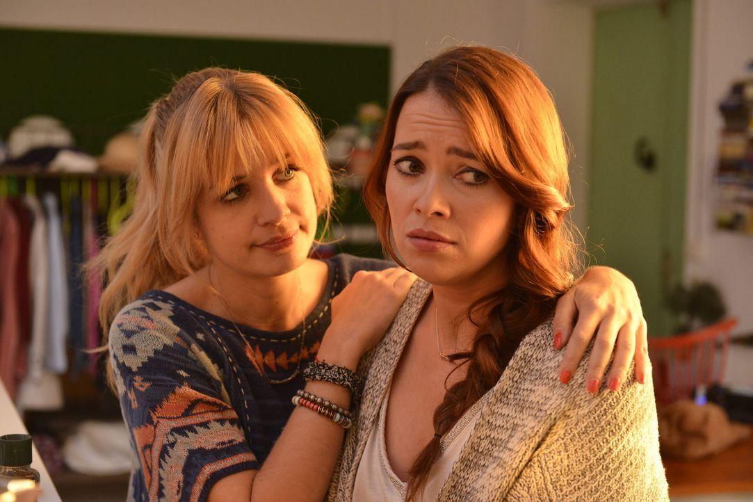 Während Mila (Susan Sideropoulos, l.) von der Idee angetan ist, Marco nach all den Jahren zurückzuerobern, muss Sally (Laura Osswald, r.) feststelle... - Bildquelle: Oliver Ziebe sixx