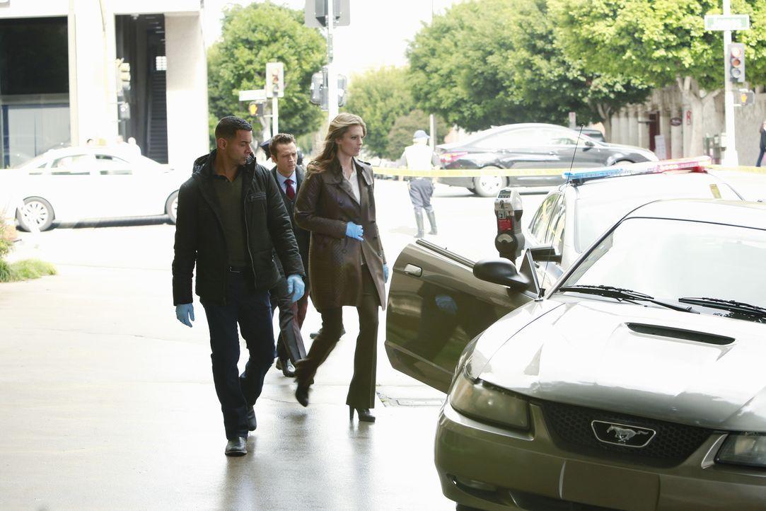 Kevin (Seamus Dever, M.) und Javier (Jon Huertas, l.) begleiten Kate (Stana Katic, r.) zu ihrem nächsten Fall ... - Bildquelle: 2013 American Broadcasting Companies, Inc. All rights reserved.