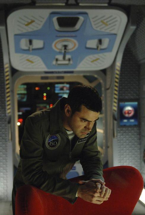 An Bord der Antares kommt es in verschiedenen Sektoren zu Stromausfällen. Maddux (Ron Livingston) versucht vergeblich, die Ursache für die Störun... - Bildquelle: 2009 Fox Television Studios.