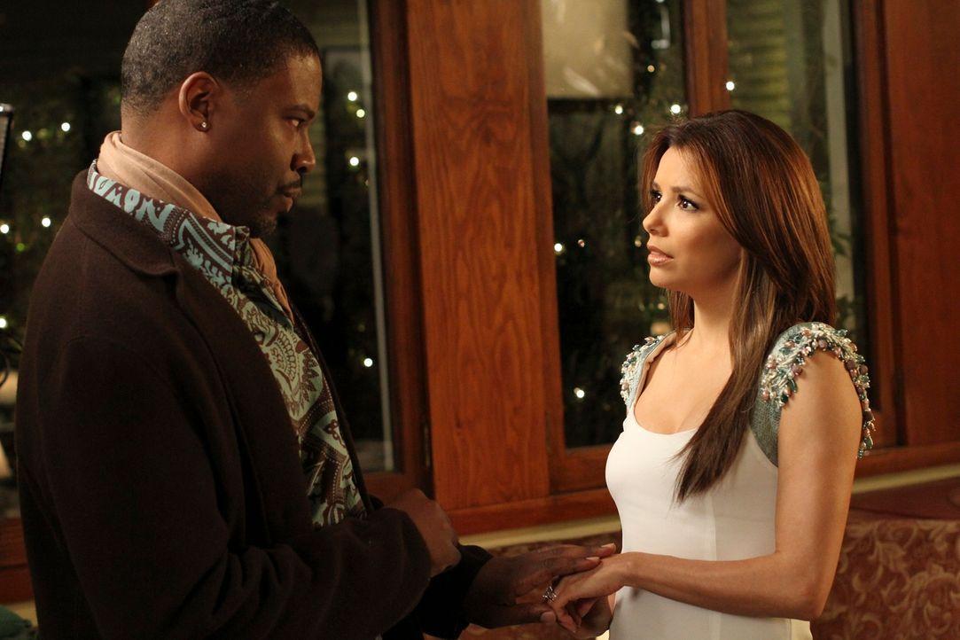 Von ihrem ehemaligen Agenten Luke (Jonathan Adams, l.) erfährt Gabrielle (Eva Longoria, r.) die Wahrheit über sich selbst, als sie Model war ... - Bildquelle: ABC Studios