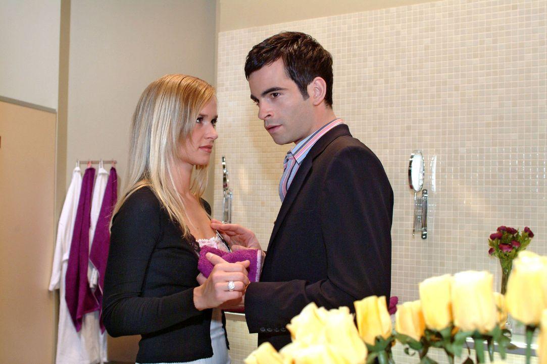 Ausgerechnet wegen Lisas Intervention ist David (Mathis Künzler, r.) die Lust an einem Schäferstündchen mit Verena (Annett Fleischer, l.) vergang... - Bildquelle: Sat.1