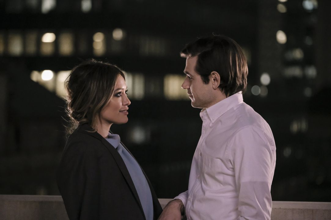 Kelsey Peters (Hilary Duff, l.); Jake Devereux (Jason Ralph, r.) - Bildquelle: Hudson Street Productions Inc 2018