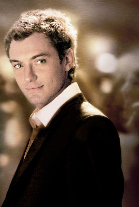 Der smarte Playboy Alfie (Jude Law) sammelt Frauenherzen wie Pokale - bis ihnselbst die Liebe erwischt ... - Bildquelle: Paramount Pictures