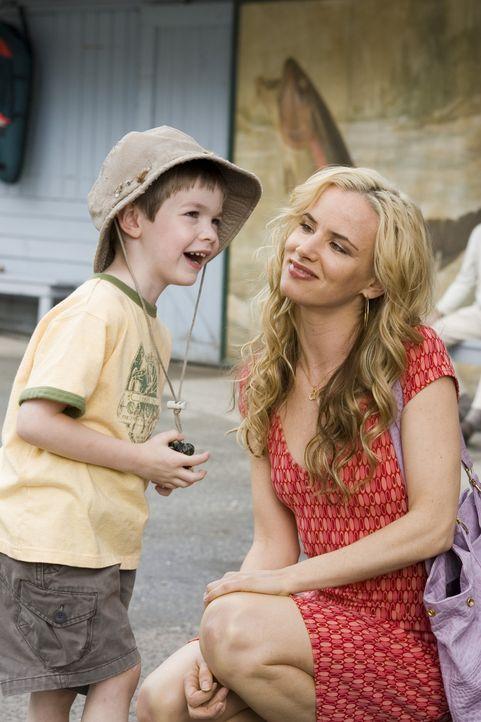Nach dem Tod ihres Verlobten erfährt Gray von einem Sohn, der schon vor ihrer Zeit gezeugt worden sein soll. Doch als sie auf Maureen (Juliette Lewi... - Bildquelle: Sony Pictures Television International