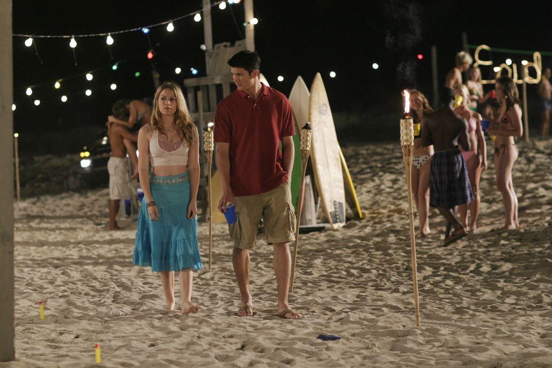 Haley (Bethany Joy Galeotti, l.) will Nathan (James Lafferty, r.) um jeden Preis wieder zurück, doch dieser hat viele Bedenken ... - Bildquelle: Warner Bros. Pictures